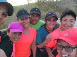 Selfi de Ali con el grupo de niñas
